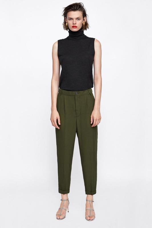Укороченные штаны брюки чиносы с защипами и отворотами из лиоц...