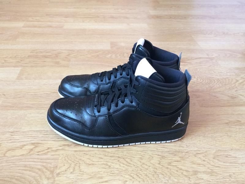 Кожаные кроссовки nike jordan оригинал 40 размера