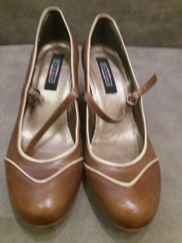 Бежево коричневые туфли c реммешком на танкетке-41 кожа 5th av...