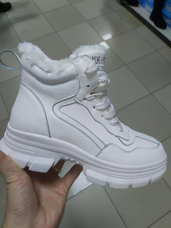 Зимние женские ботинки молочные