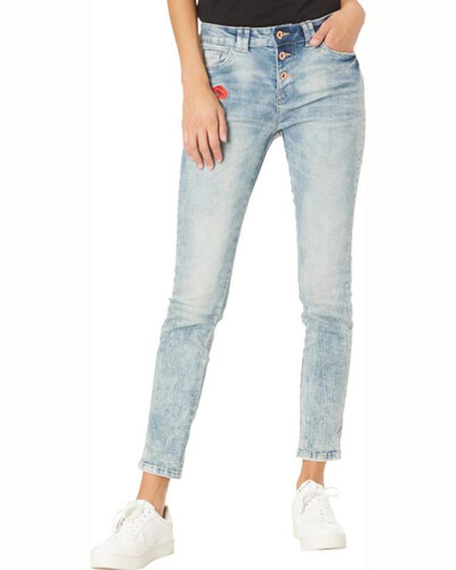Голубые джинсы с вышивкой средняя посадка