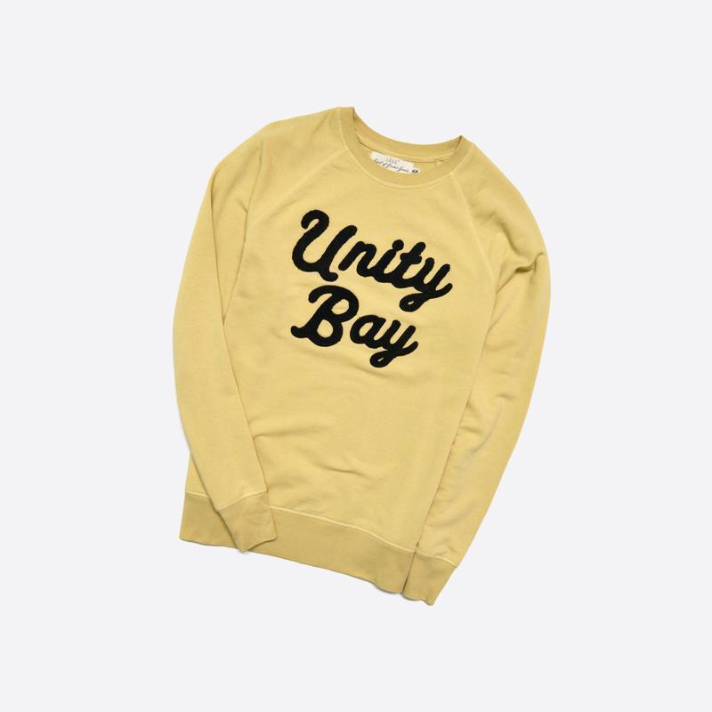 H&m m / стильный бледно-желтый свитшот с вышивкой на груди