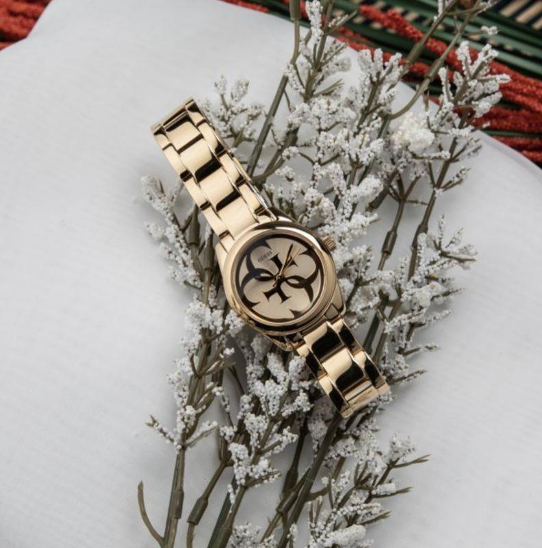 Новые часы guess в золотом металле
