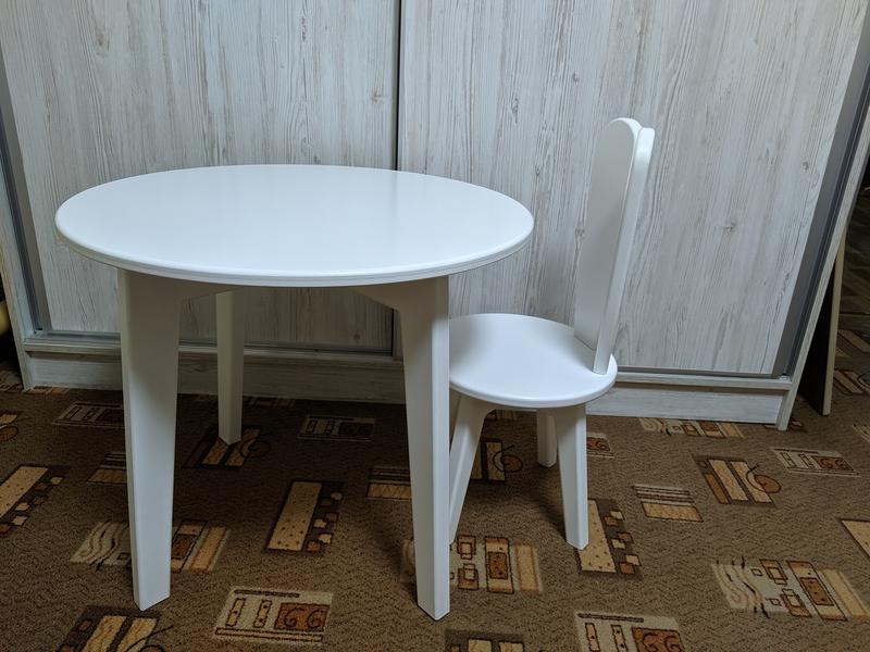 Детский круглый стол и стул зайка в белом цвете.