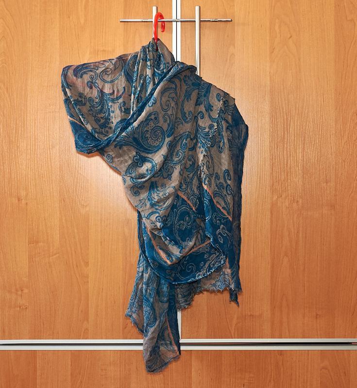 Легкая коттоновая шаль.