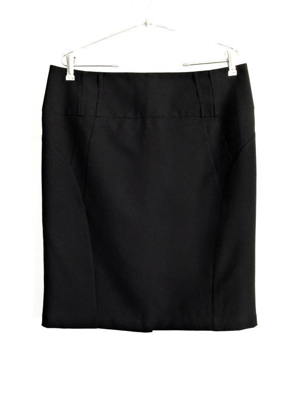 Базовая черная юбка миди с силуэтными выточками р.20