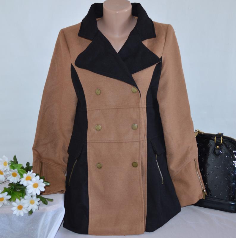Брендовое коричнево-черное демисезонное пальто на заклепках с ...