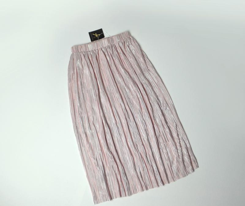Нежная розовая юбка плиссе с металлизированным эффектом