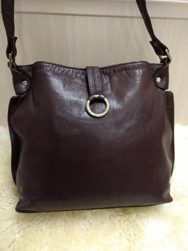 Практичная кожаная сумка на плечо guzini