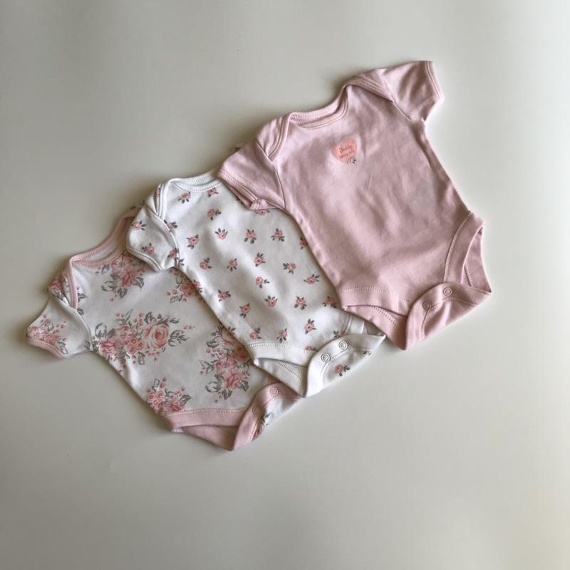 Красивый комплект боди для новорожденной девочки
