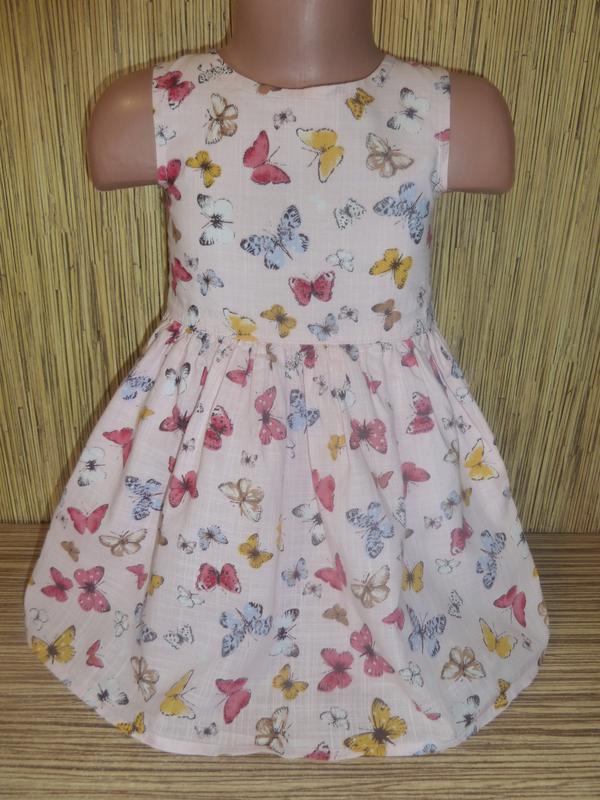 Нежное платье в бабочки на 2-3 года