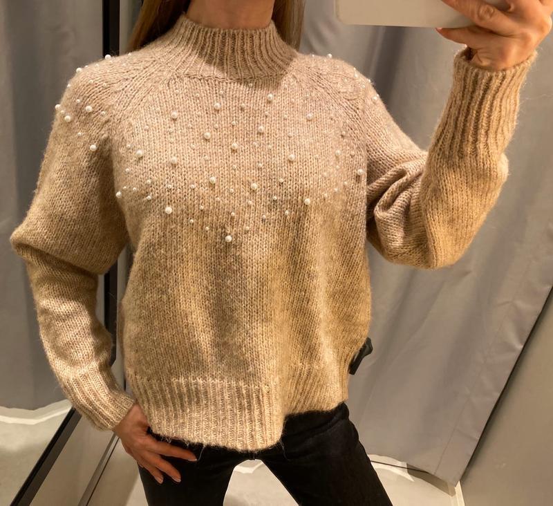 Бежевый свитер с жемчугом кофта reserved есть размеры
