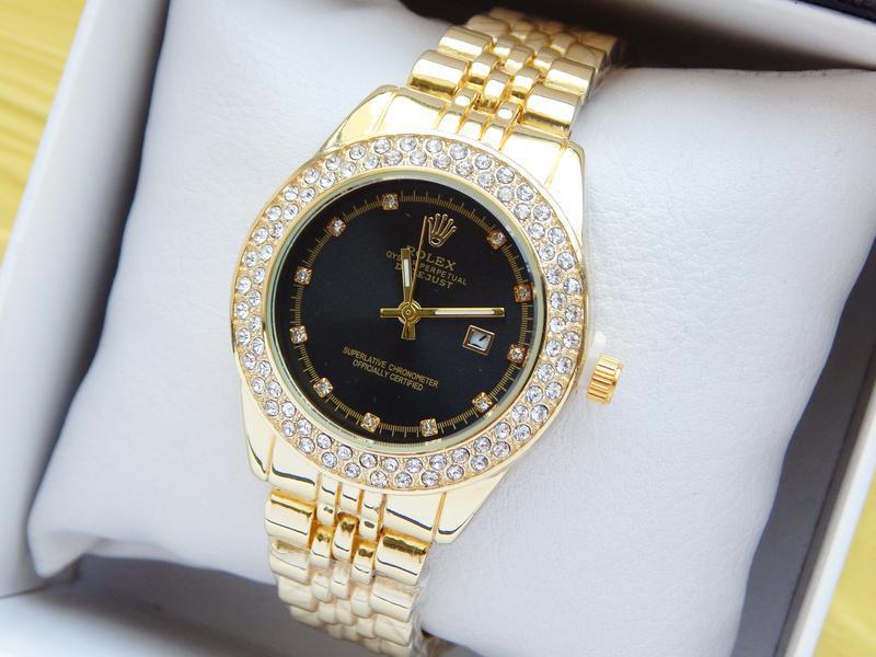 Женские наручные часы золотые с черным циферблатом, два ...