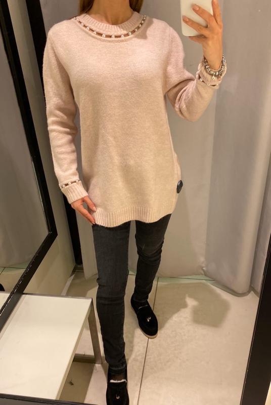 Удлинённый пудровый свитер с жемчугом туника reserved есть раз...