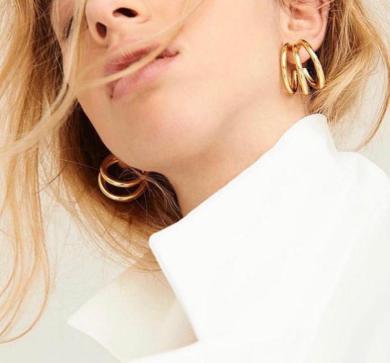 Элегантные тройные серьги кольца золотого цвета