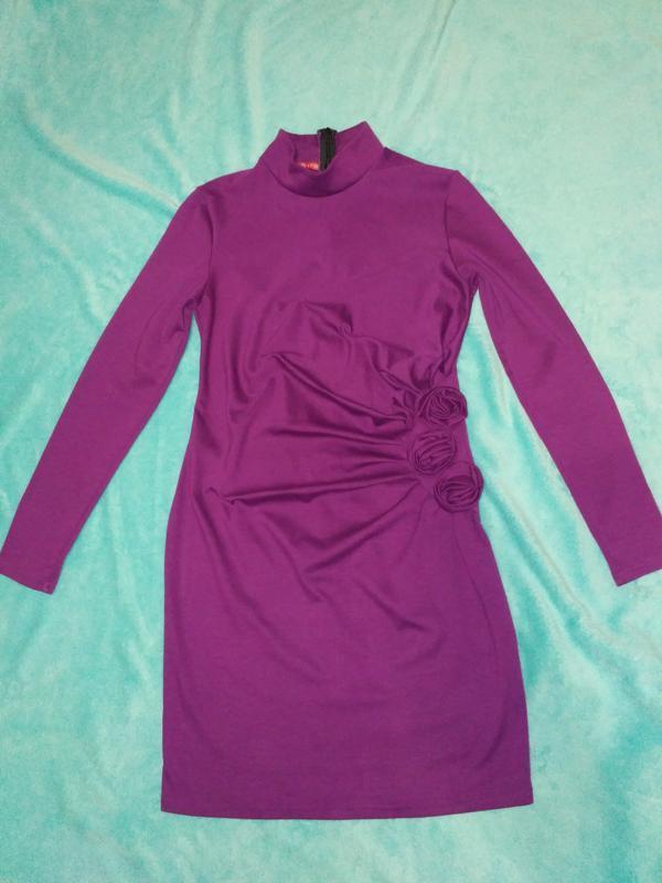 Трикотажное платье насыщенно малинового цвета