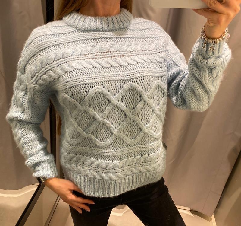 Вязаный небесно голубой свитер reserved есть размеры