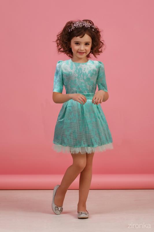 Платье для девочки из однотонной органзы в цветок