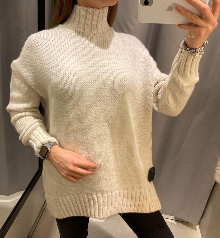 Плотный молочный свитер с горлом кофта reserved есть размеры