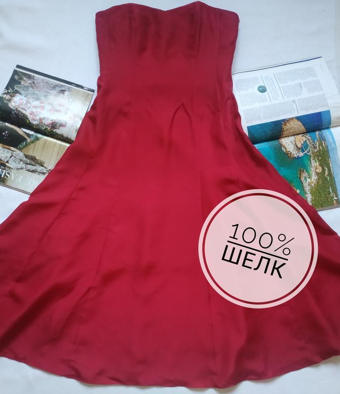Вечернее платье из натурального шелка насыщенного винного цвет...