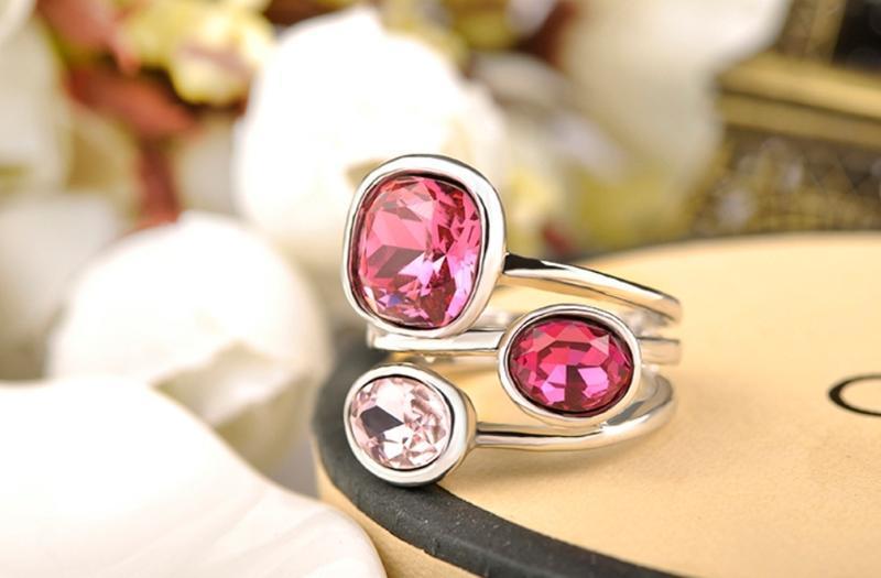 Шикарное массивное женское кольцо с яркими камнями / бижутерия...