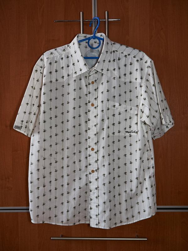 Брендовая рубашка мужская с короткими рукавами.