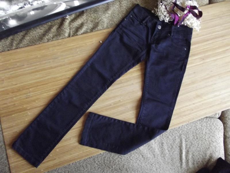 Актуальные плотные джинсы с трендовым эффектом «помятости»