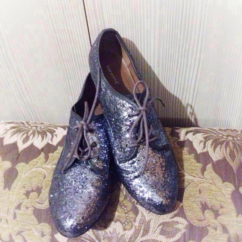 Скидки к праздникам!!! туфли {броги, лоферы} блестящие серебри...