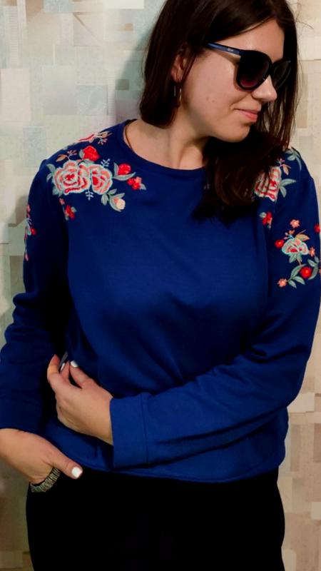 Красивый и теплый синий свитшот на флисе с вышивкой от tu