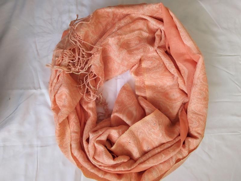 Стильный нарядный шарф