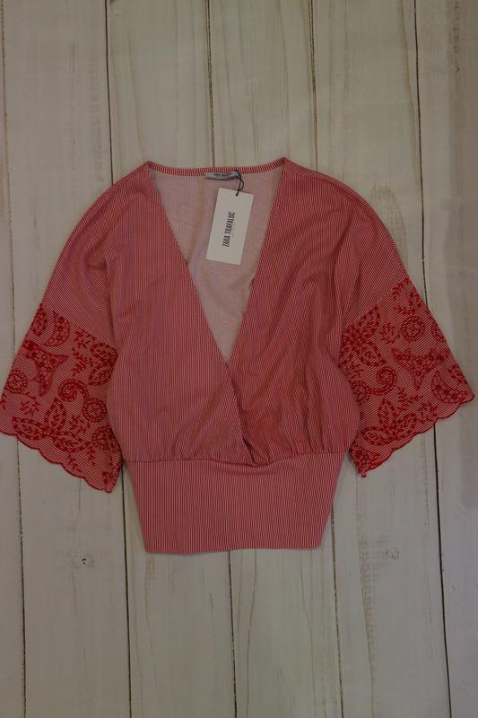 Блузка с расшитыми рукавами zara, l-xl