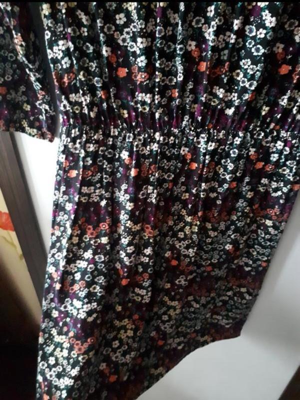 Платье в цветочный принт - Фото 8