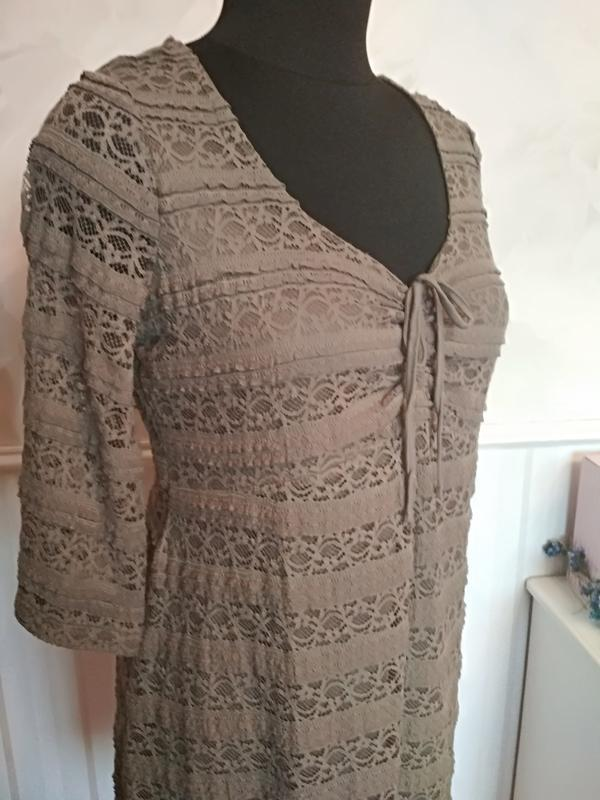 Трикотажное ажурное платье на подкладке цвета хакки, размер 50... - Фото 3