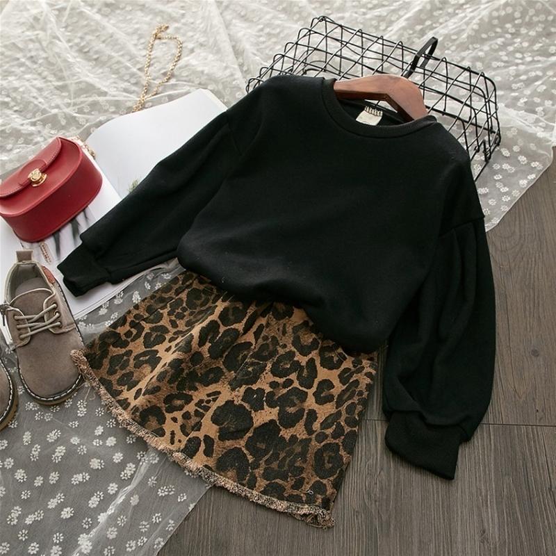 Стильный теплый костюм с юбкой девочке - Фото 2