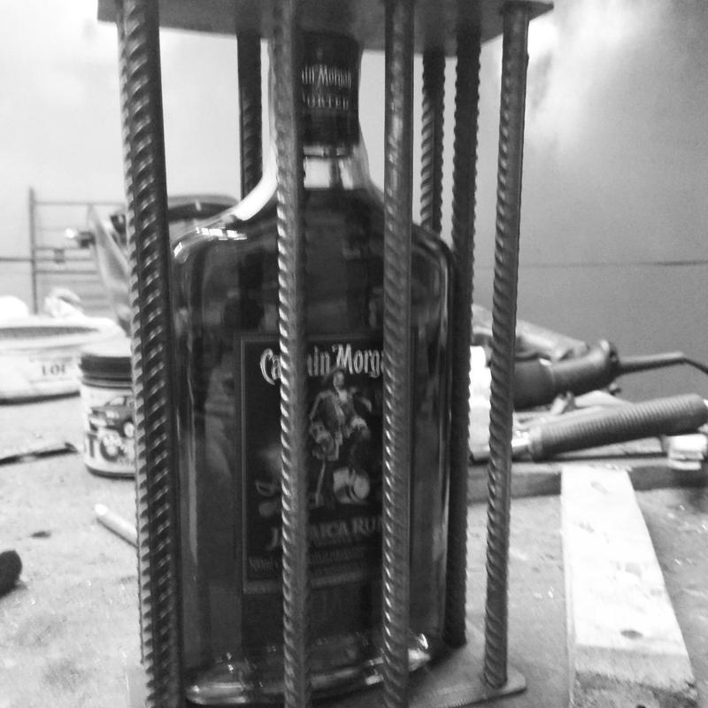 изготовление бутылок в металлической клетке на подарок друзям
