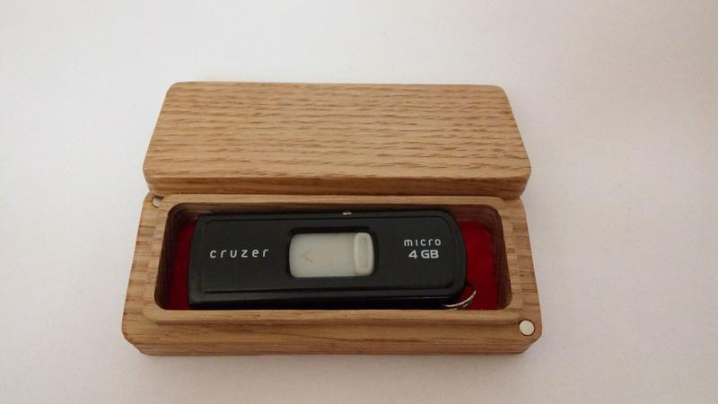 Сувенирная коробка для флешки
