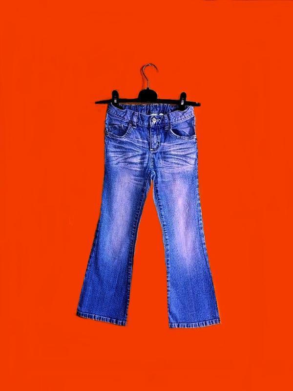 Джинсы с эффектом потертости на ткани, на девочку 6-7 лет