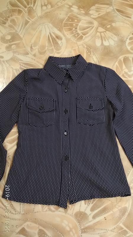 Стильная рубашка в горошек