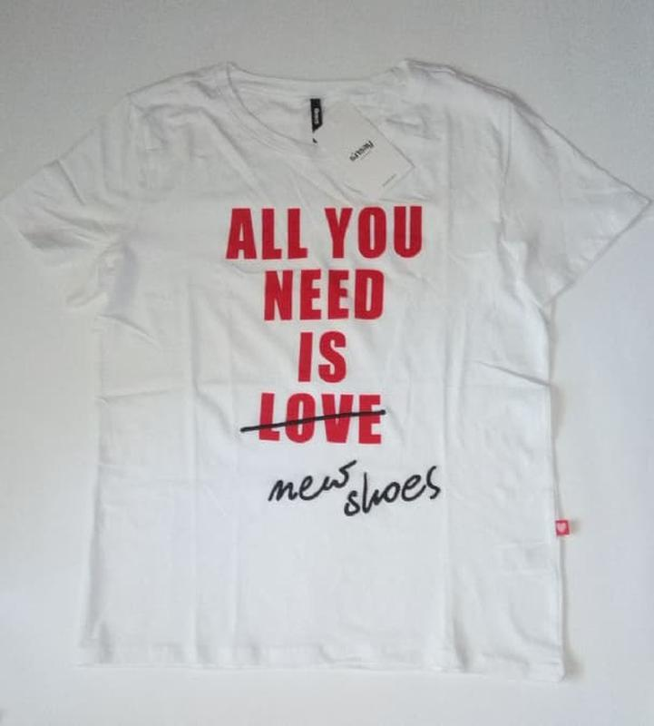 10-71 жіноча футболка sinsay з написом all you need is new sho... - Фото 6