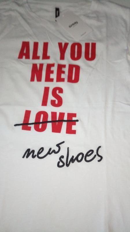 10-71 жіноча футболка sinsay з написом all you need is new sho... - Фото 7