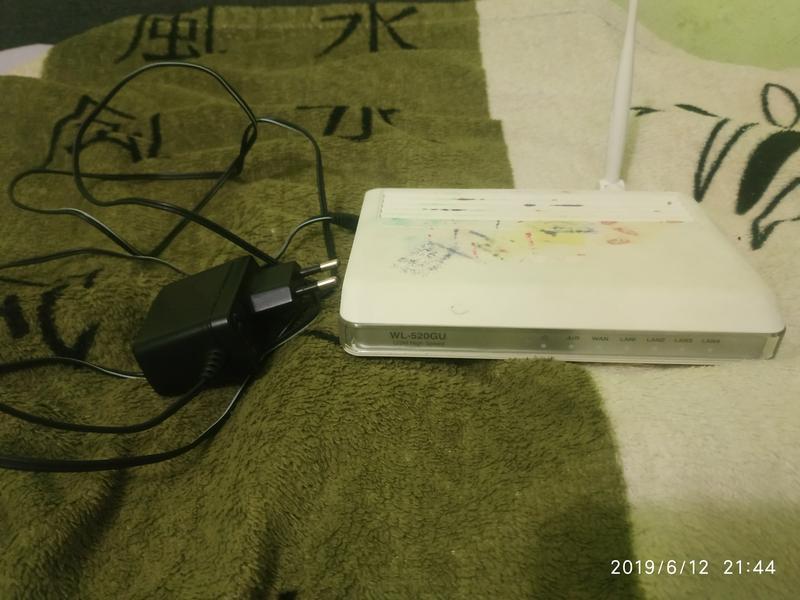 Wi-Fi роутет Asus WL-520GU.