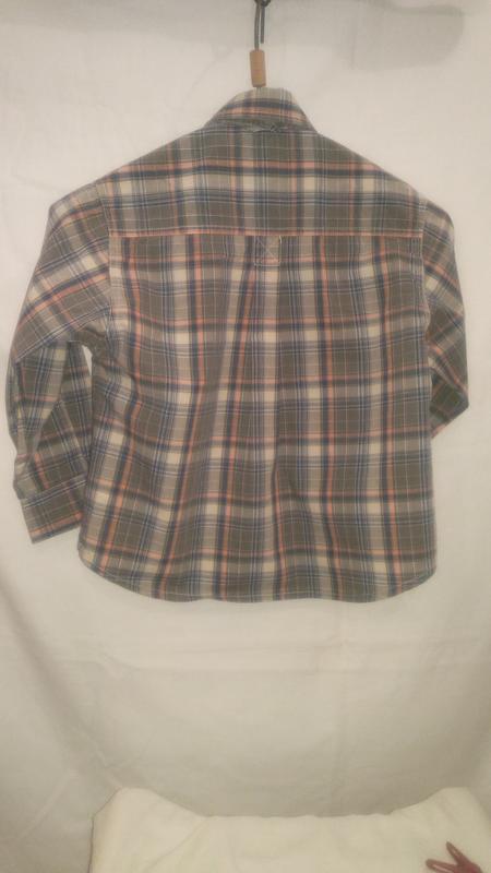 Очень хорошая  фирменная рубашечка для маминого любимчика