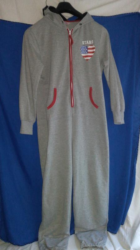 Очень классная  фирменная пижама - комбез  (унисекс )