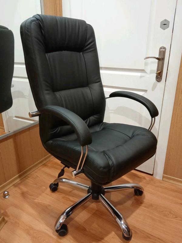 Кресло руководителя компьютерное Марсель Неаполь черное.