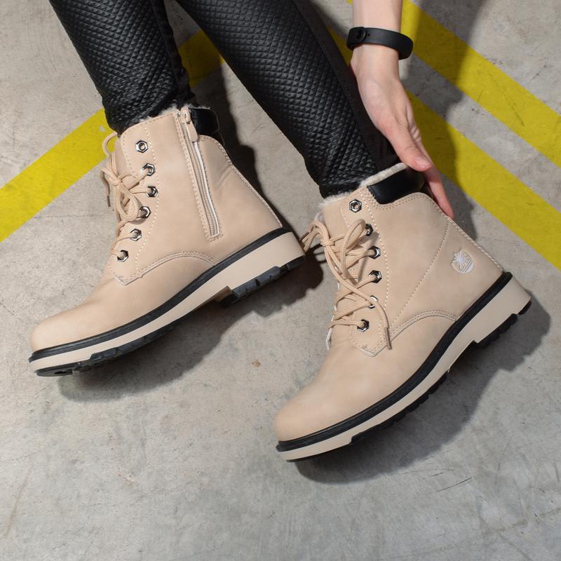 Женские зимние бежевые ботинки на шнуровке низкий каблук - Фото 2