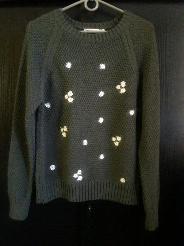 Вязаные теплый свитер в ромашки - Фото 2