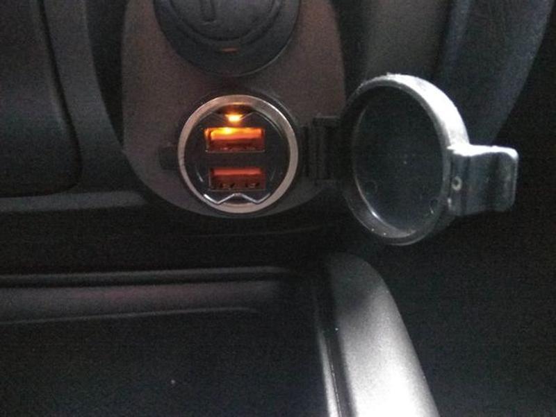 Миниатюрное автомобильное зарядное устройство с 2 портами - Фото 3