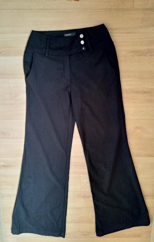 Расклешенные стильные брюки с высокой посадкой. - Фото 2