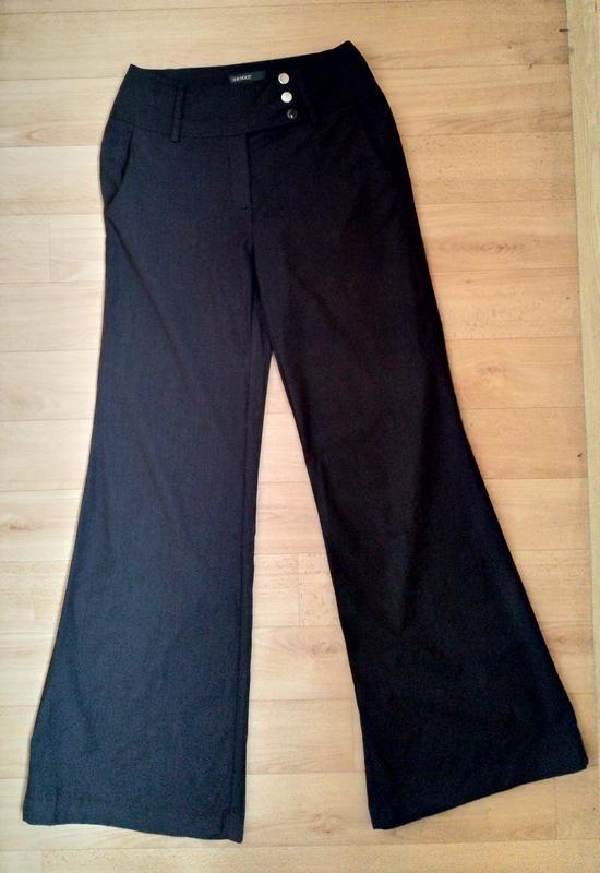 Расклешенные стильные брюки с высокой посадкой. - Фото 3