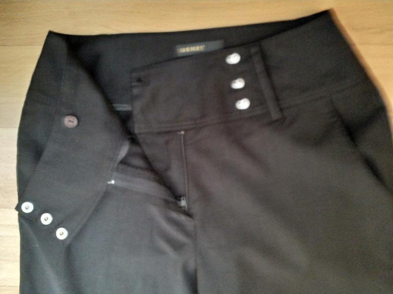 Расклешенные стильные брюки с высокой посадкой. - Фото 7
